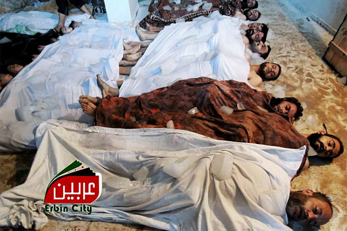 Amatérské záběry obětí útoku na předměstí Damašku