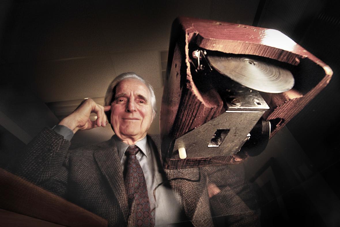 Douglas Engelbart s první počítačovou myší