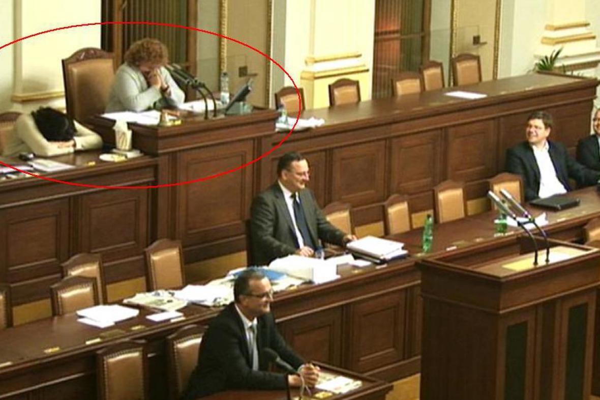 Smějící se Vlasta Parkanová a Miroslava Němcová