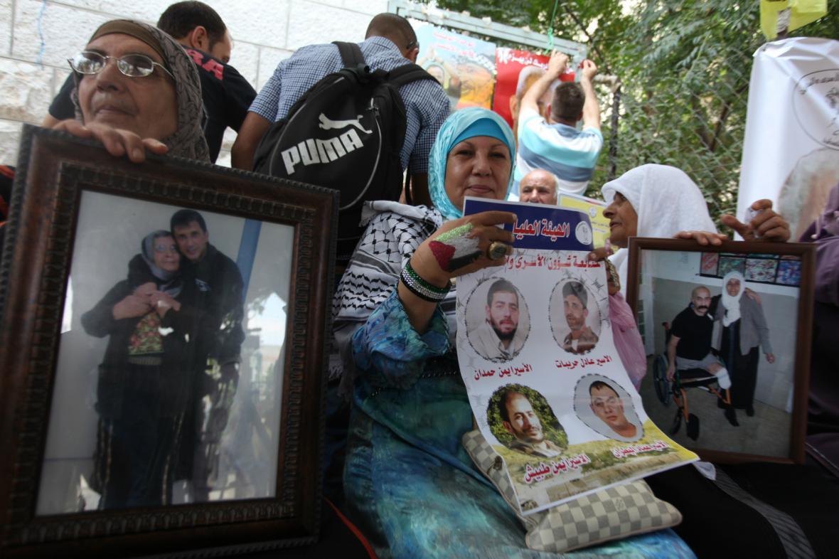 Příbuzní propuštěných palestinských vězňů
