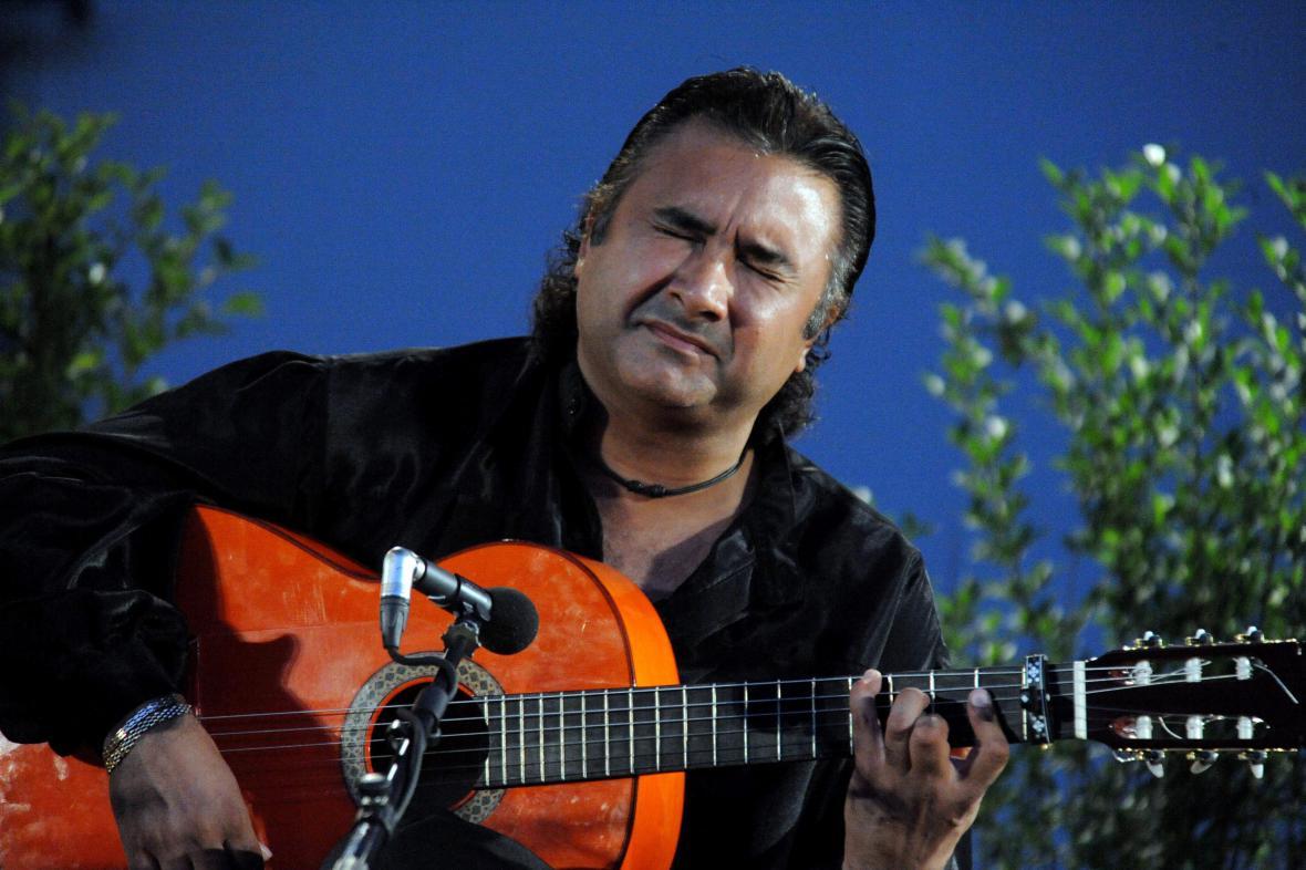 Španělský flamenkový kytarista Oscar Guzman