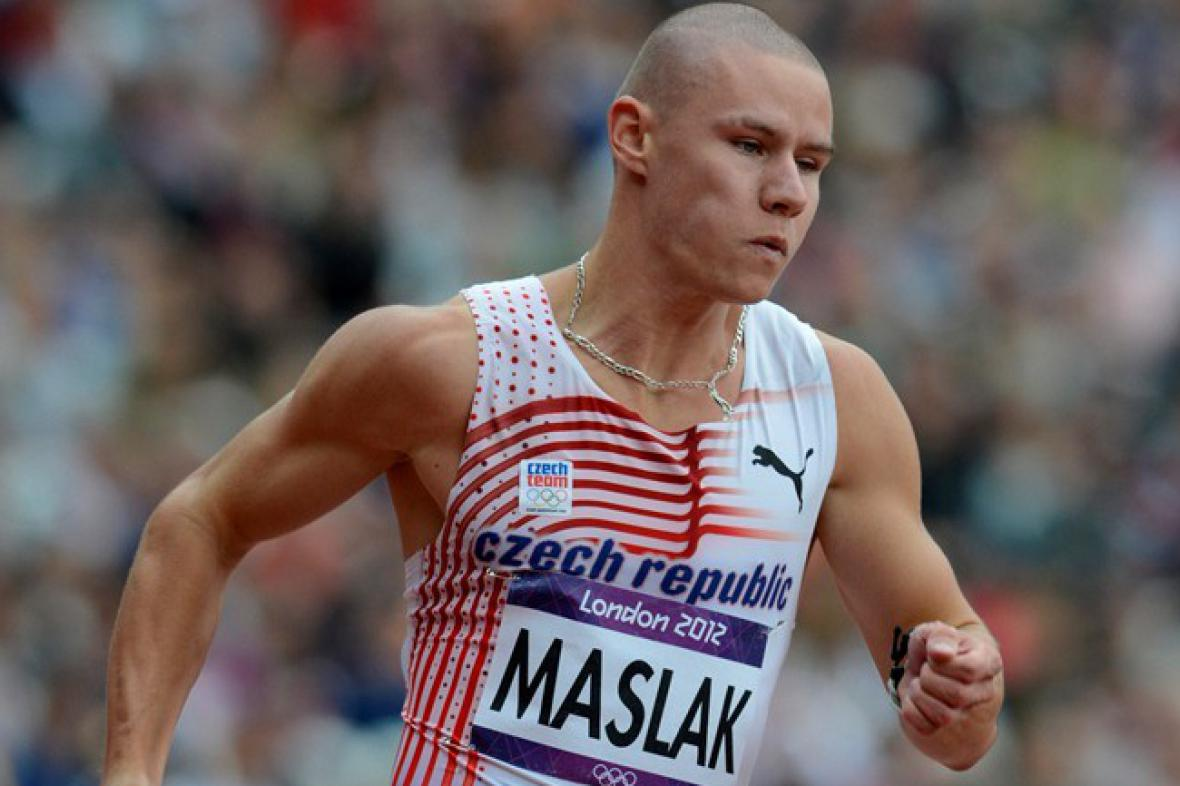 Pavel Maslák v rozběhu na 200 metrů