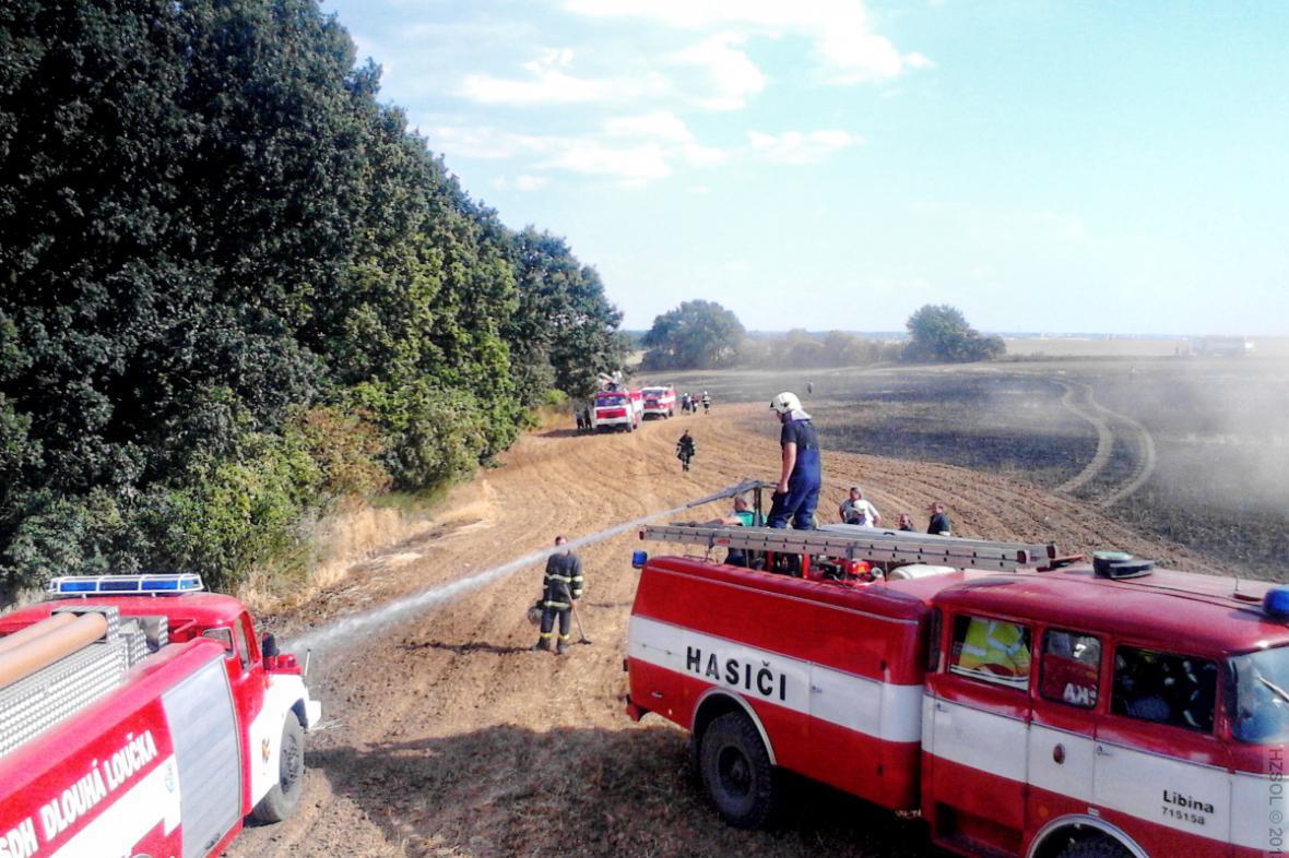 Požár pole u Olomouce