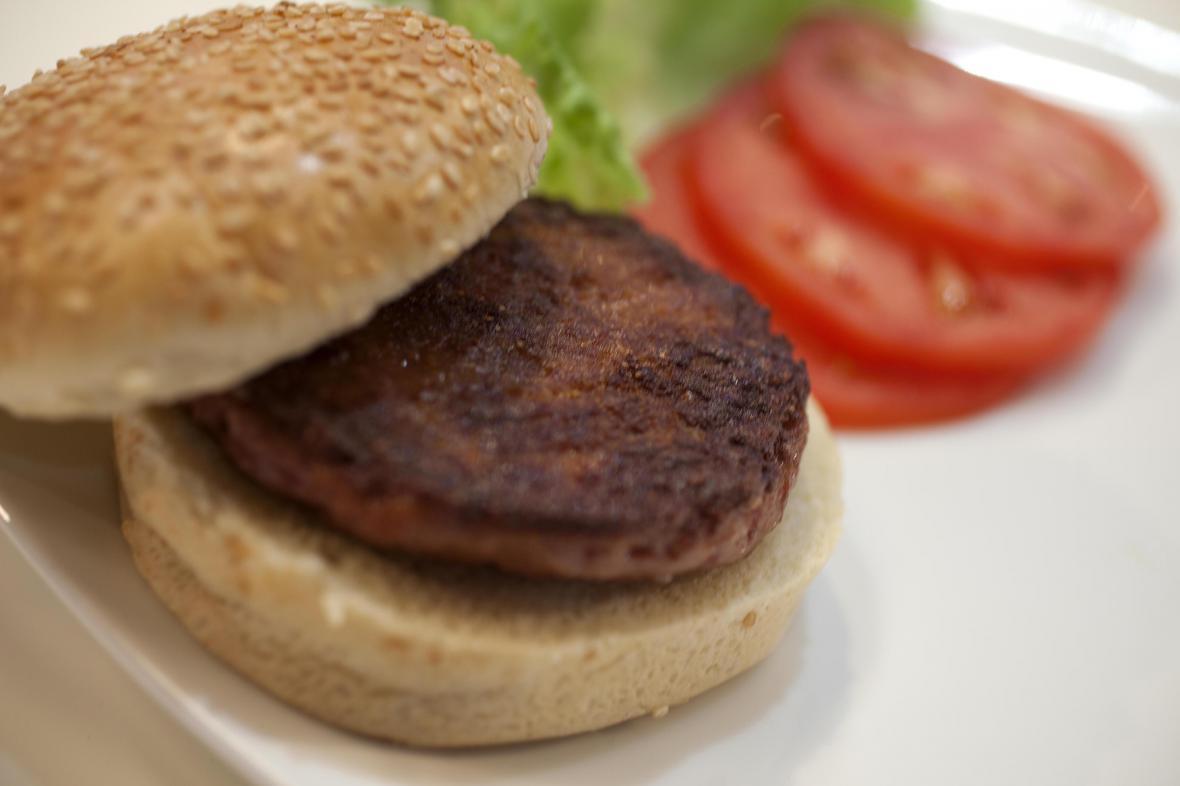 První uměle vyrobený hamburger