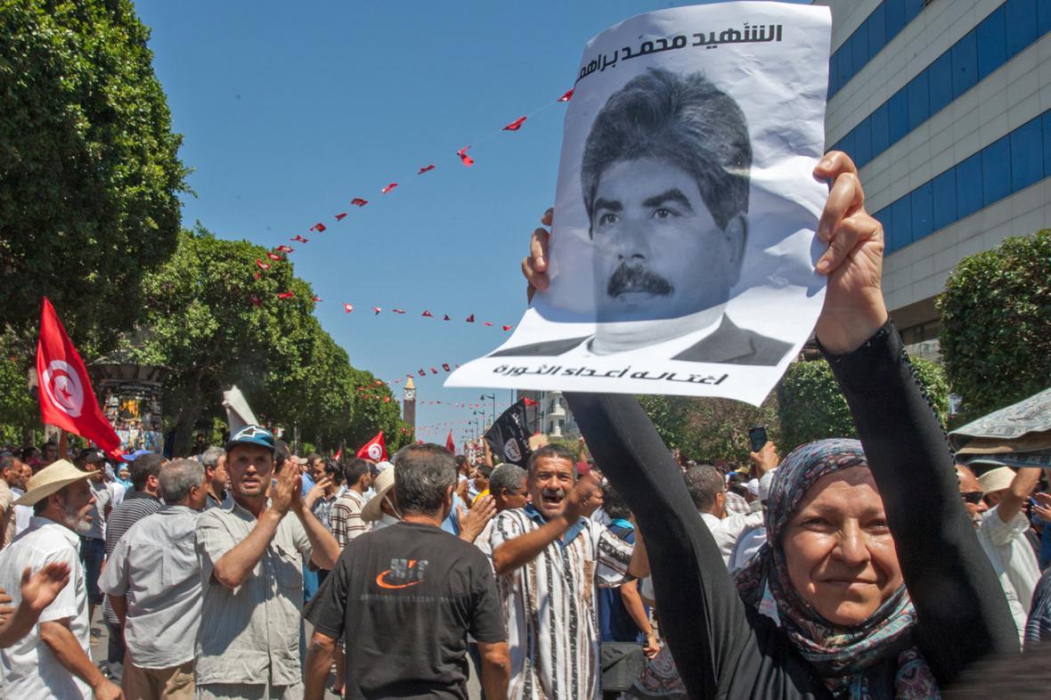 Vražda Muhamada Brahmího vyhnala Tunisany do ulic