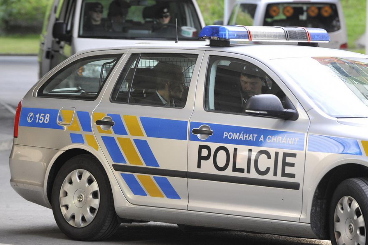 Jan Pohůnek v policejním autě