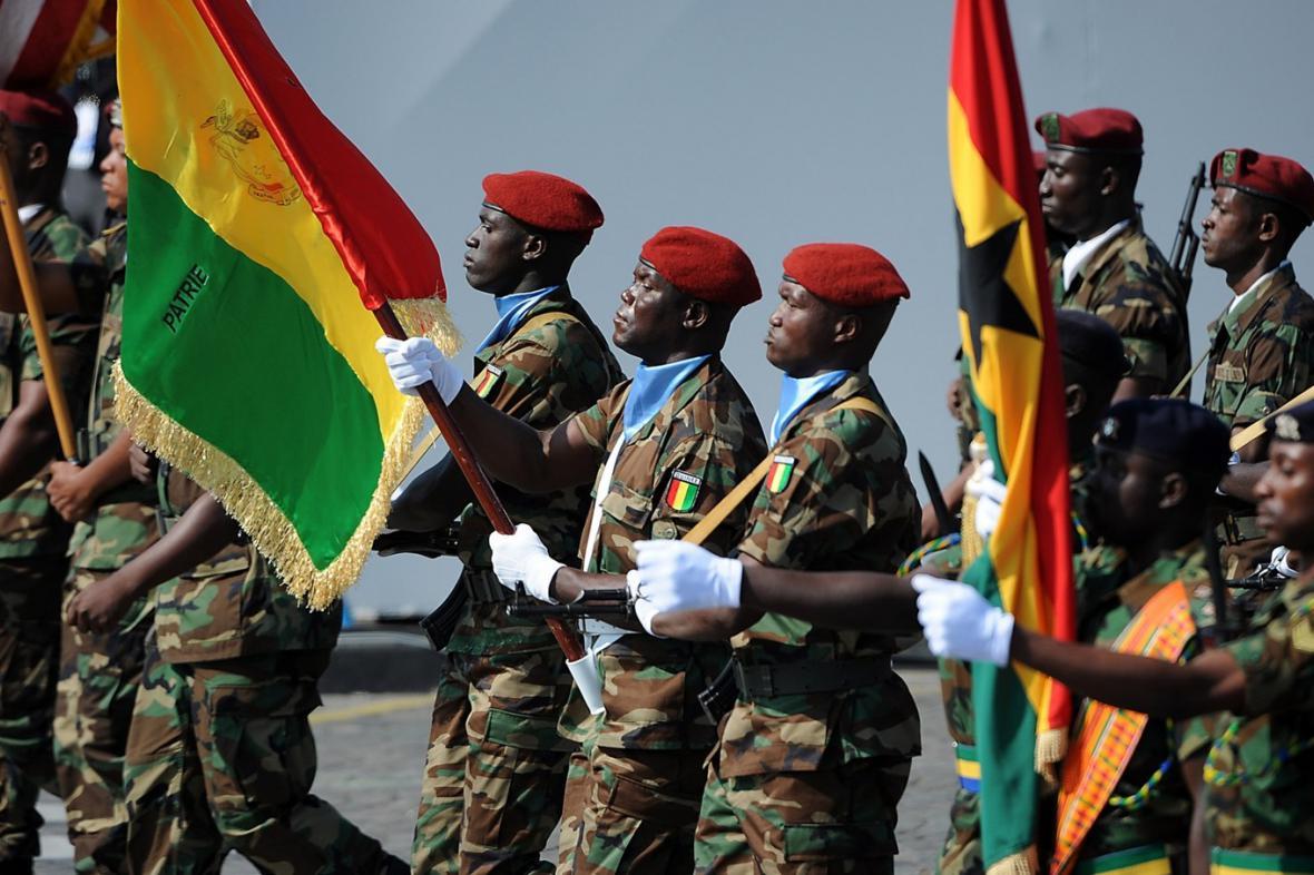 Malijští vojáci na přehlídce v Paříži