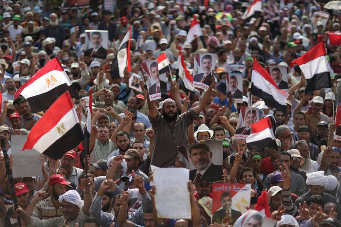 Příznivci svrženého prezidenta Mursího