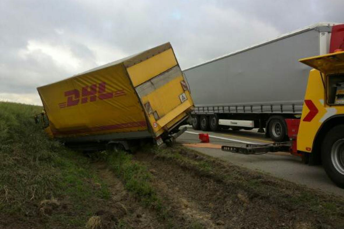 Nehoda kamionu na 157. kilometru D1