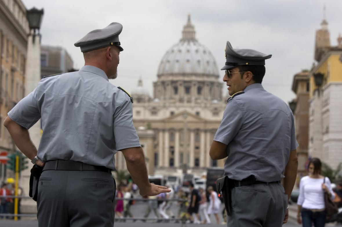 Finanční policie před Vatikánem