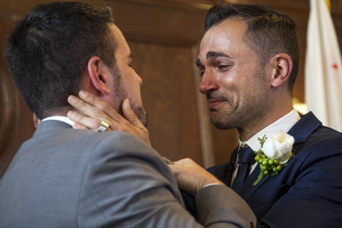 Jeff Zarrillo (vlevo) a Paul Katami uzavřeli sňatek v Los Angeles