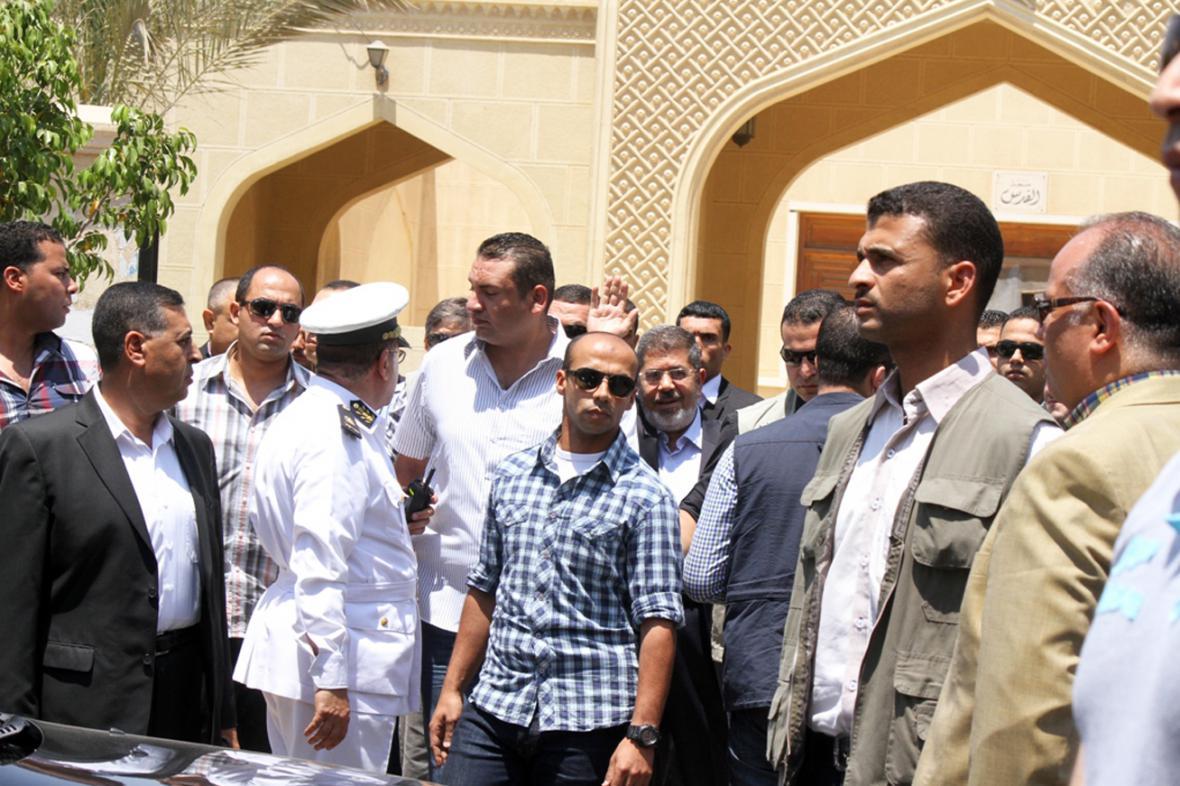 Muhammad Mursí zdraví své příznivce