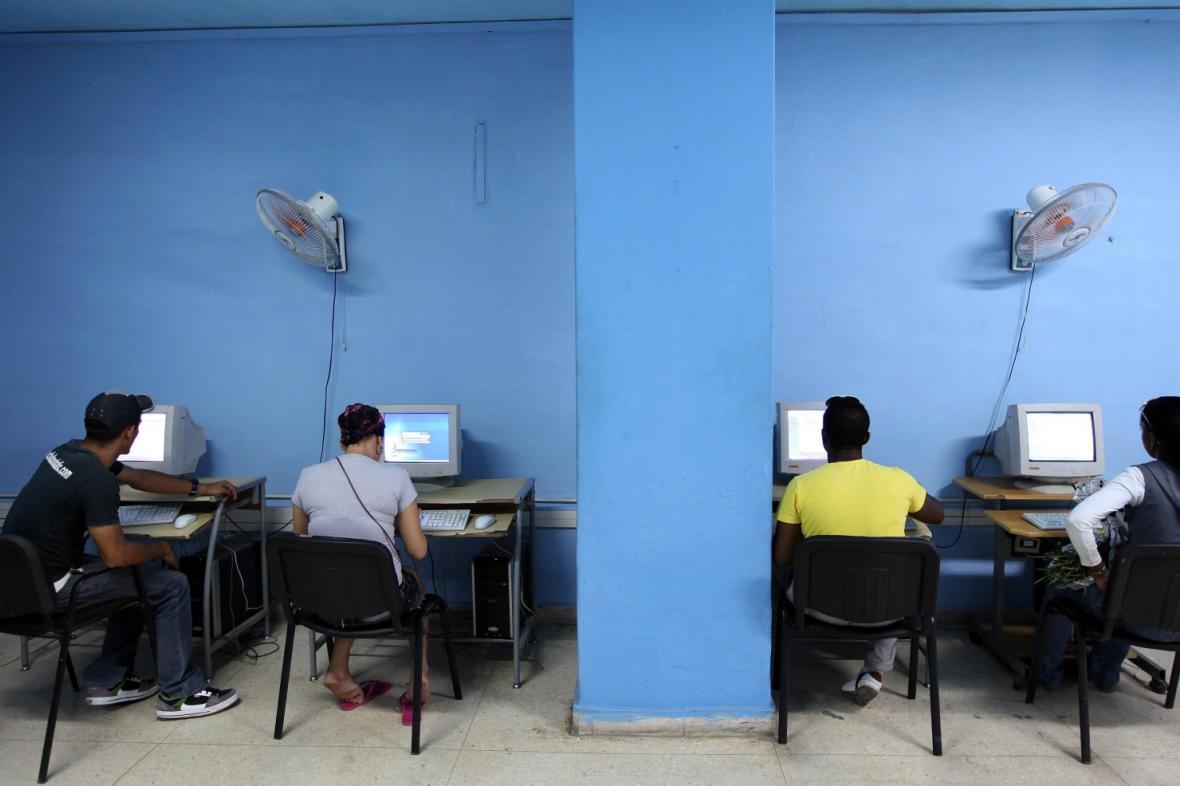 Internetová kavárna v Havaně