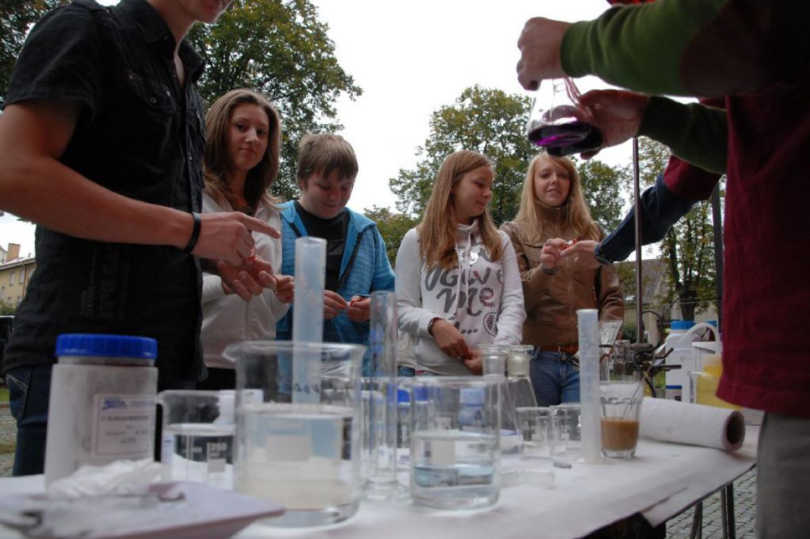 Věda a technika na dvorech škol