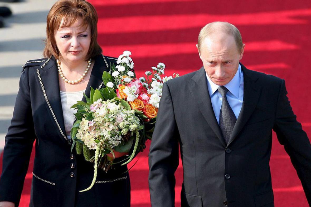 Vladimir Putin se svou ženou Ludmilou