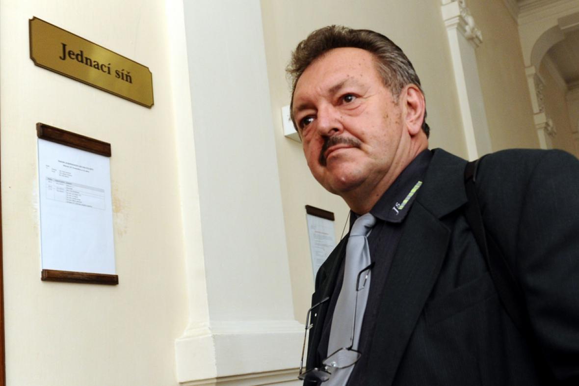 Jan Snášel u Krajského soudu v Brně