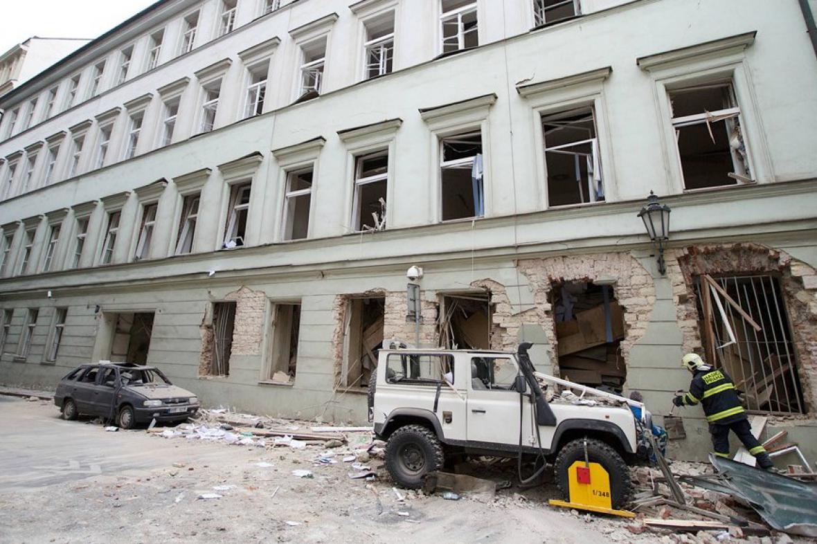 Následky výbuchu v Divadelní ulici