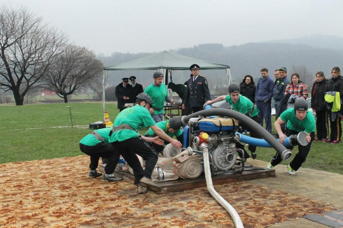 Klání dobrovolných hasičů v Liptani na Bruntálsku