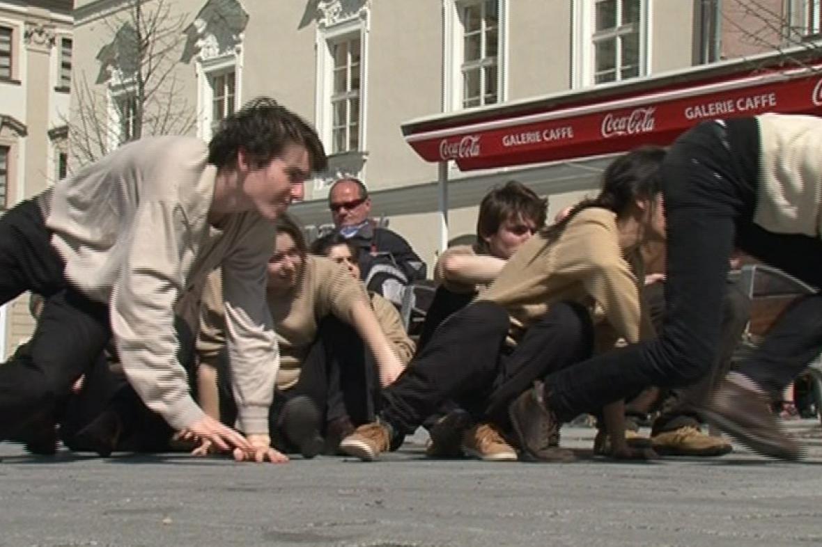 Pouliční divadlo doprovází festival Setkání/Encounter