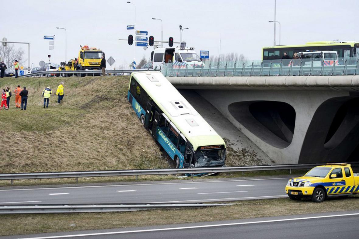 Nehoda autobusu u nizozemského Alkmaaru (březen 2013)