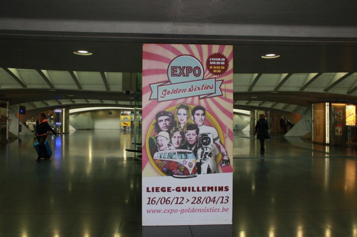 Expozice Zlatá šedesátá na vlakovém nádraží Liège-Guillemins v Belgii