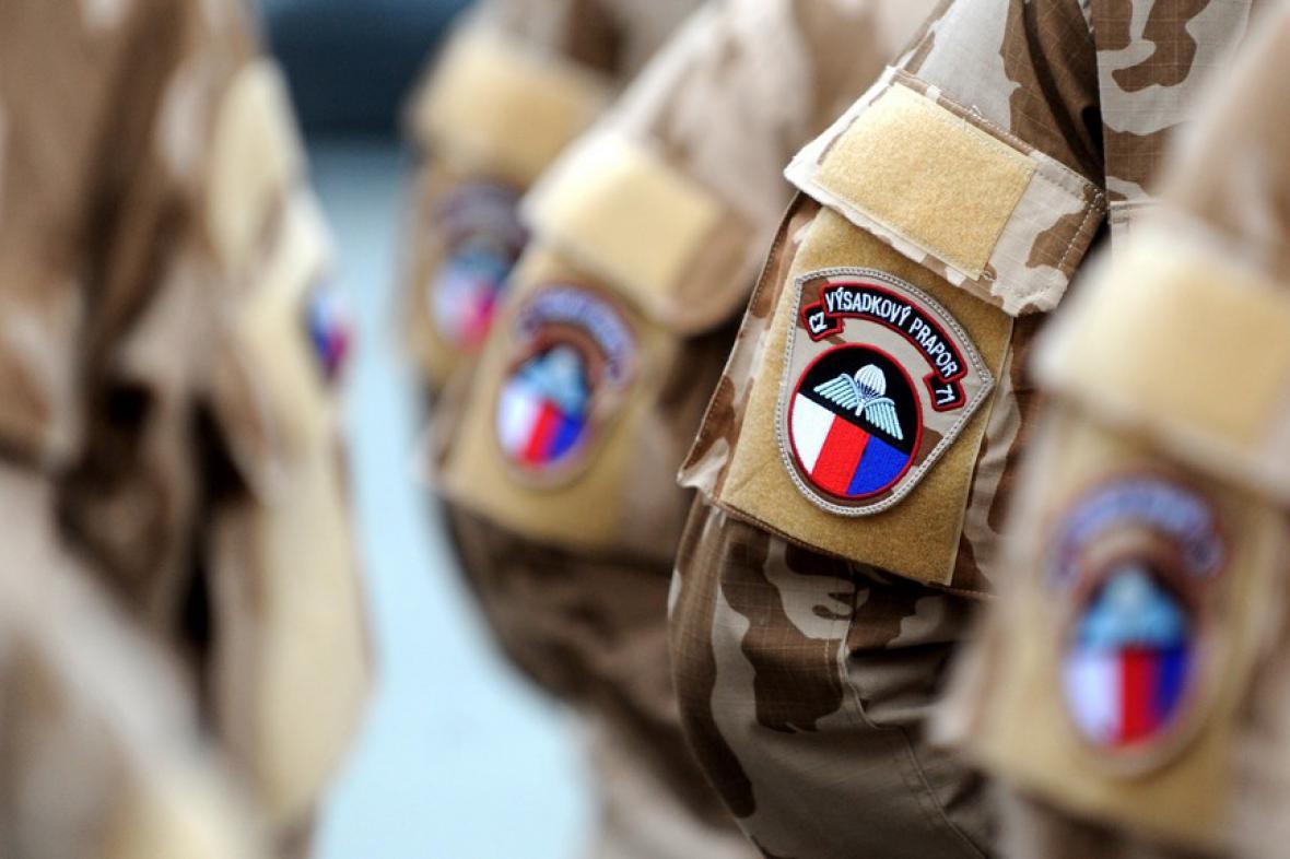 Uniformy českých vojáků, kteří působí na misi v Mali