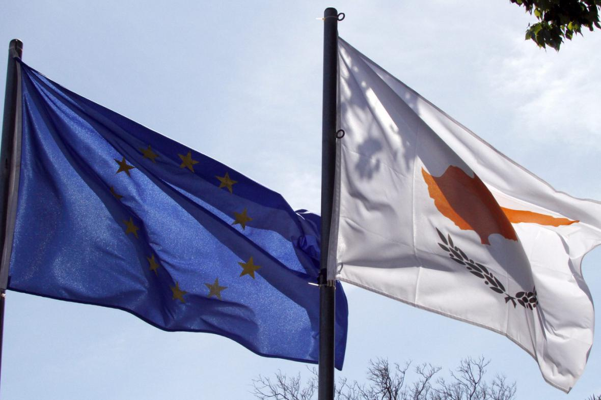 Vlajka EU a Kypru