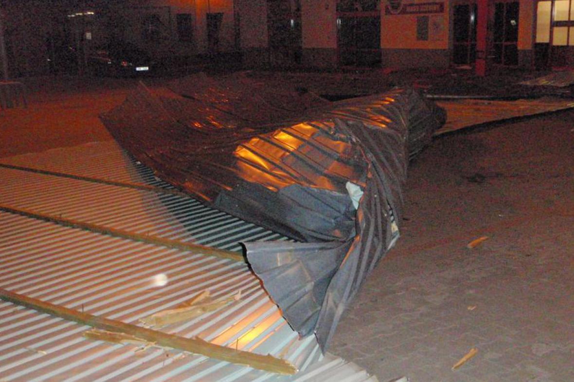 Spadlá střecha