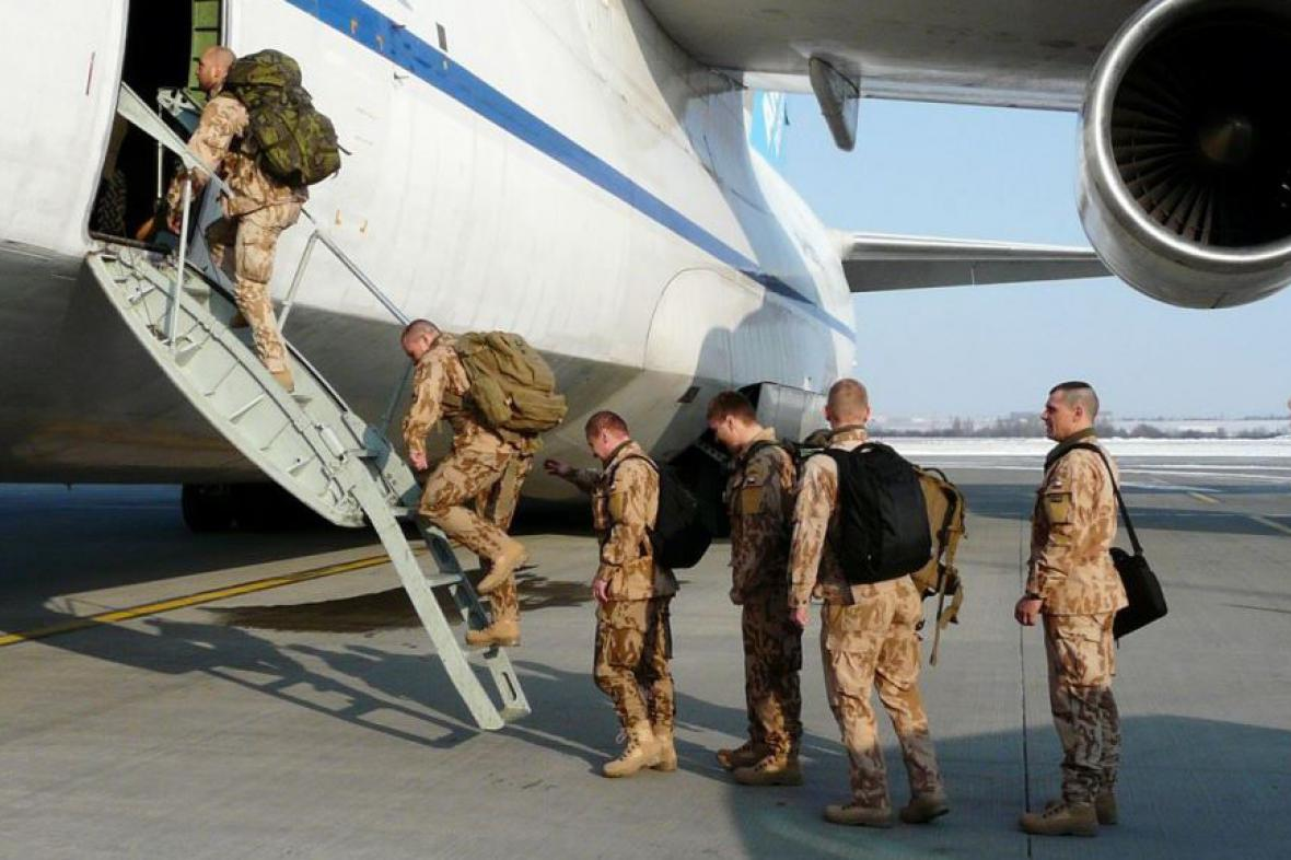 Čeští vojáci letí do Mali