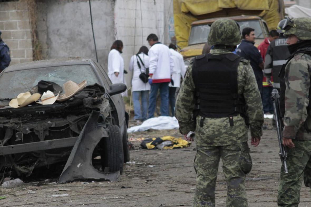 Vojáci v místě exploze