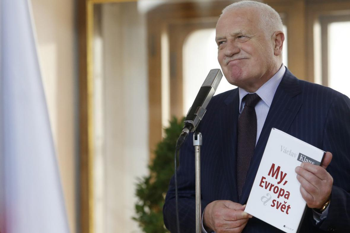 Václav Klaus se svou knihou