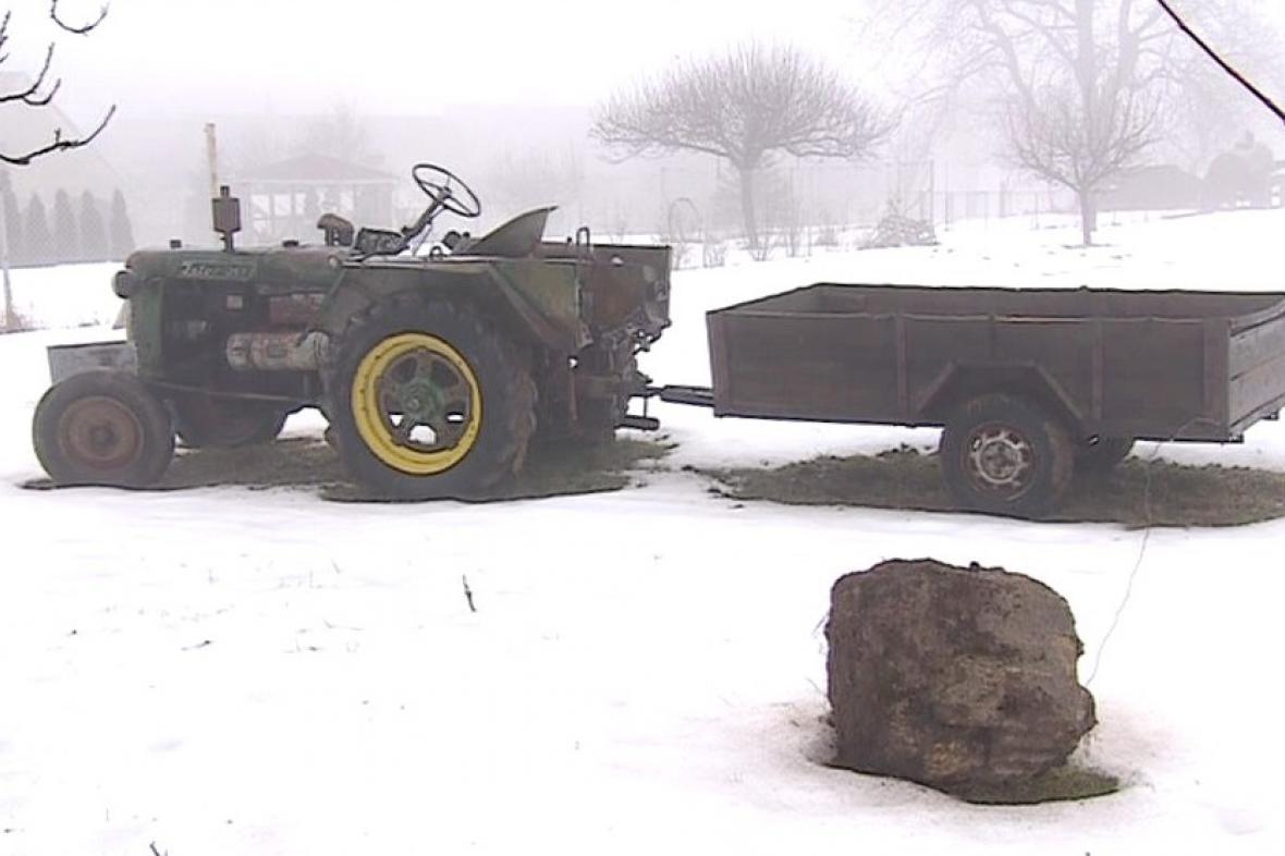Opuštěný traktor v Ochozi u Tišnova