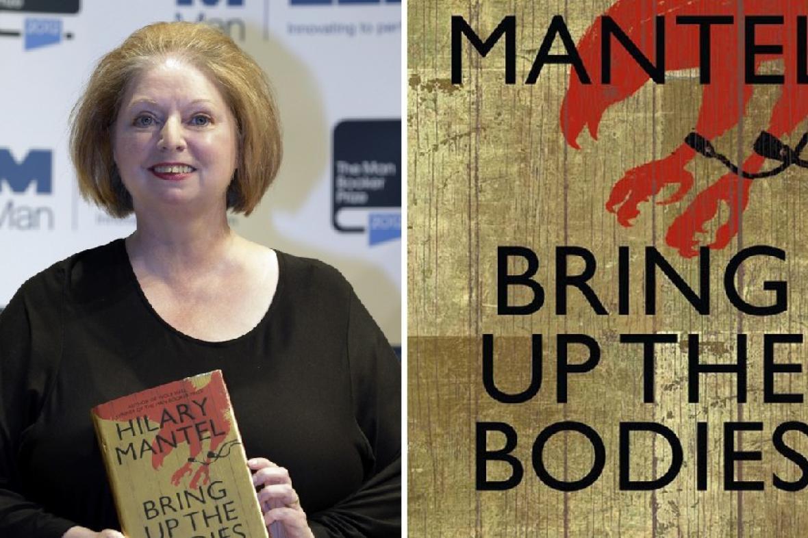 Hilary Mantelová s knihou Brint Up the Bodies