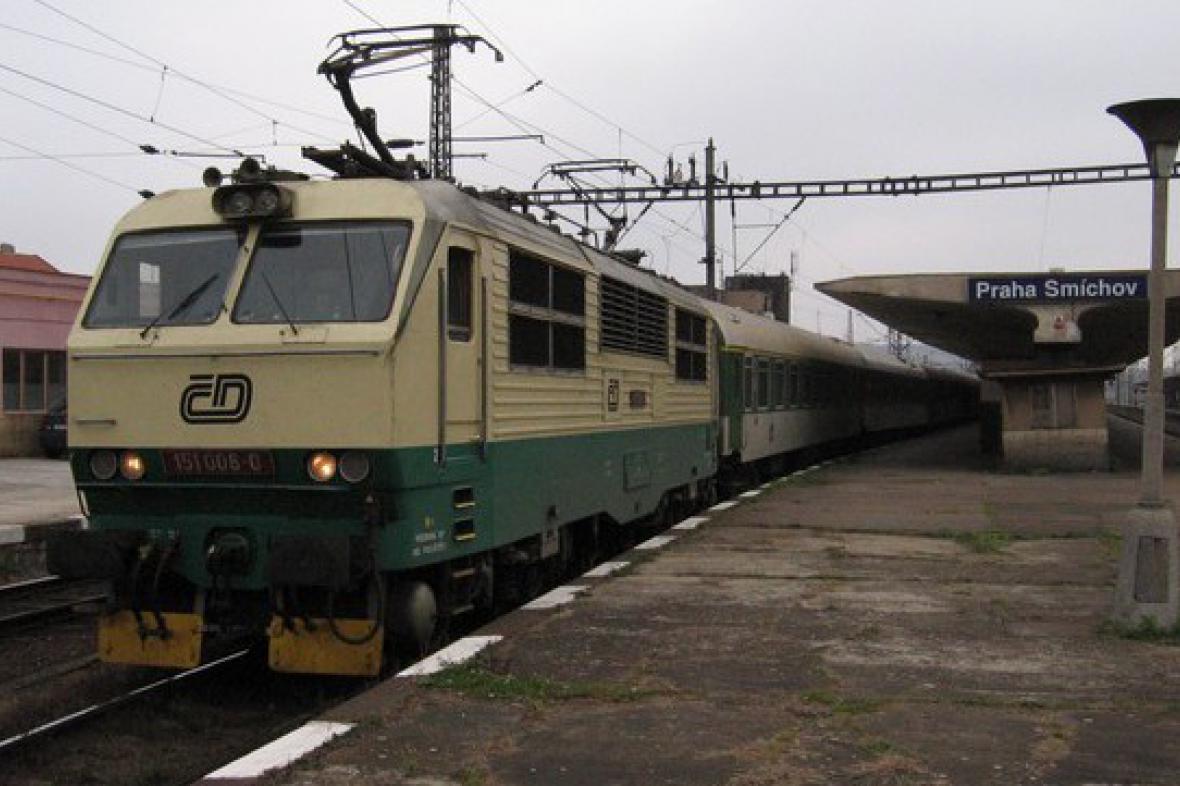 Rychlík na smíchovském nádraží