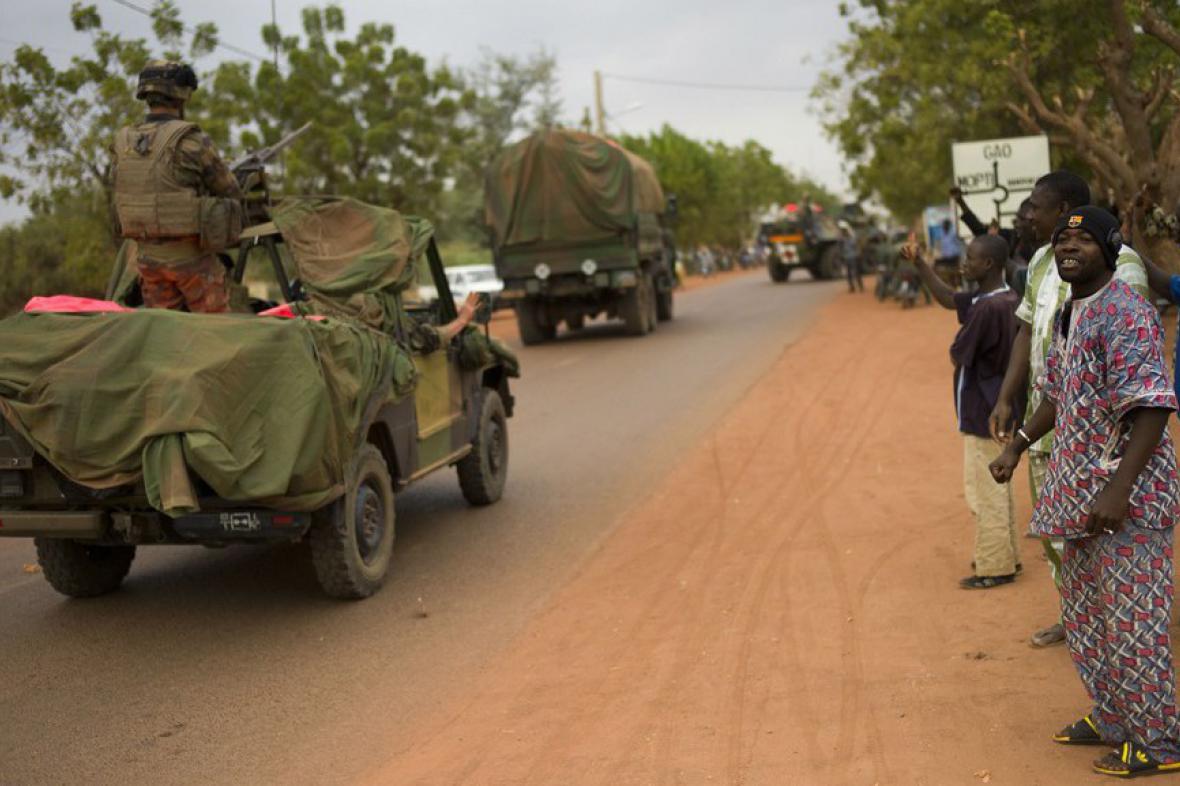 Lidé na severovýchodě Mali vítají francouzské vojáky