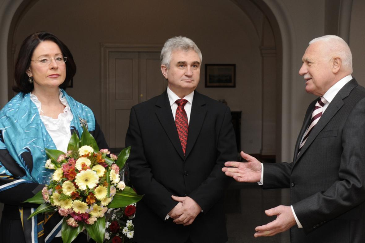 Němcová a Štěch při přivítání prezidentem