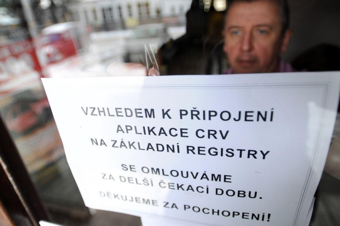 Napojení centrálního registru vozidel na základní registry ochromilo činnost úřadů