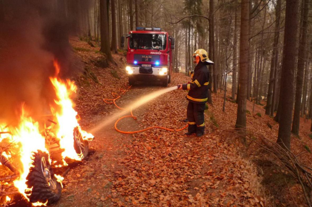 Požár v lese