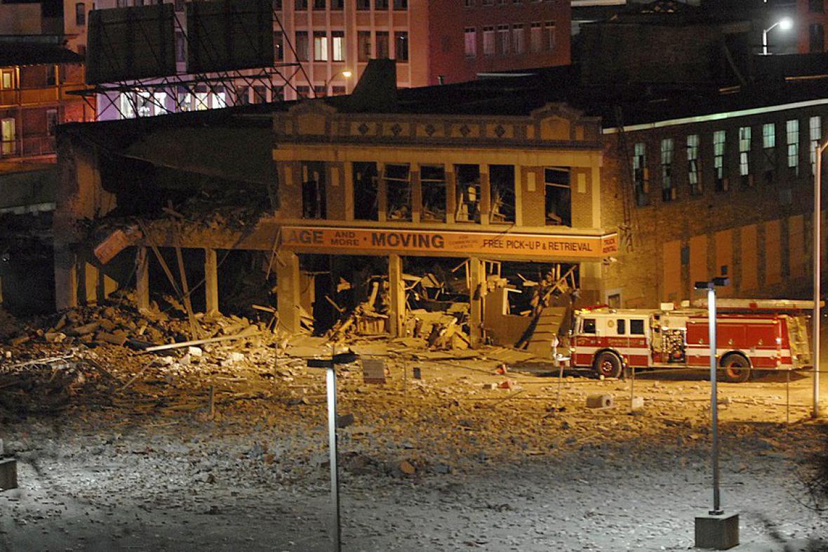 Poškozená budova v centru Springfieldu v Massachusetts
