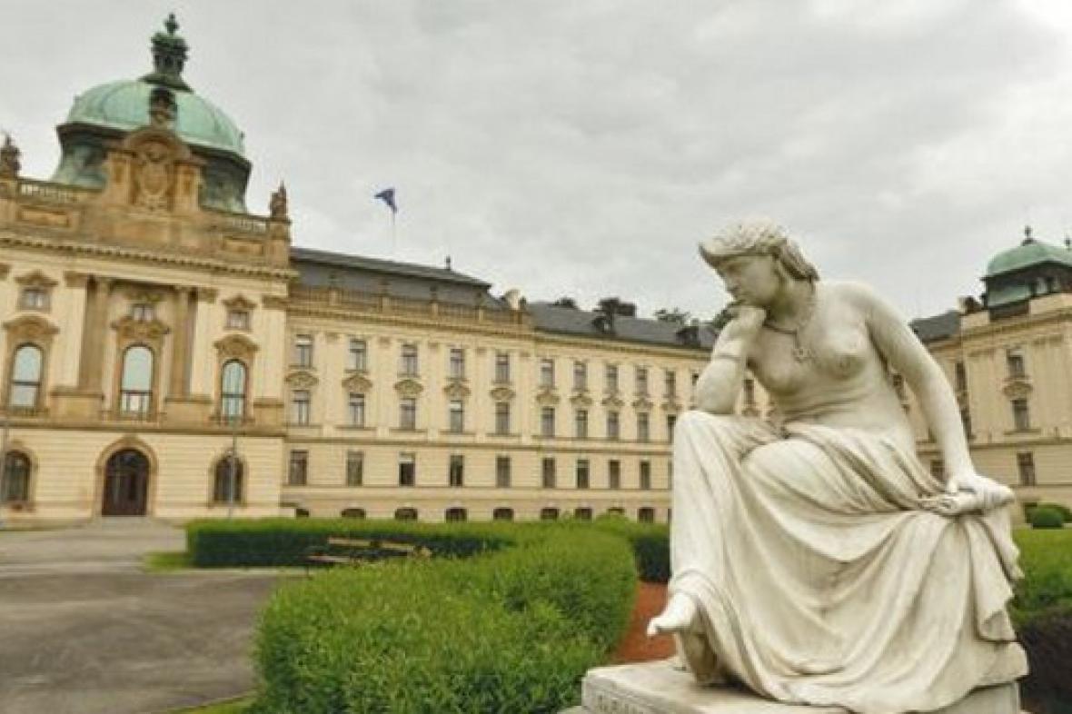Strakova akademie - sídlo vlády