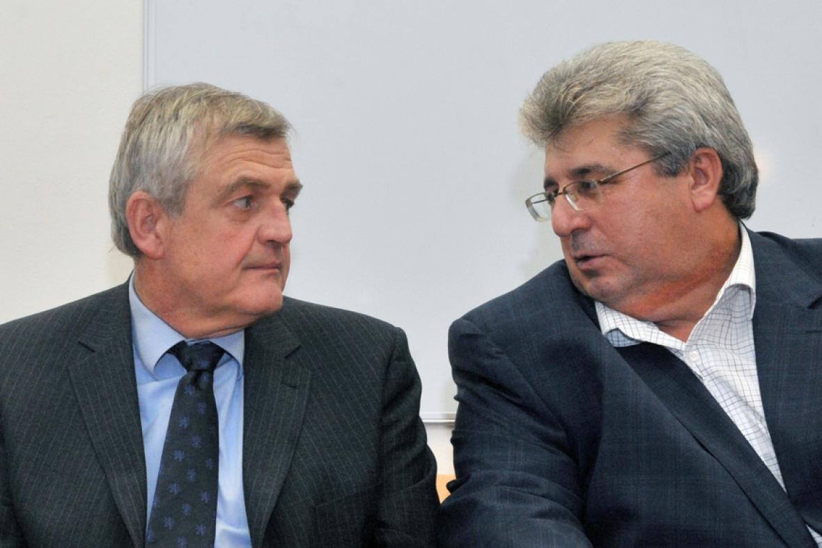 Josef Řihák (vpravo) a lídr středočeské KSČM Pavel Jetenský