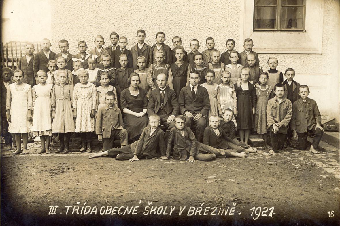 Březina - fotografie III. třídy z roku 1921