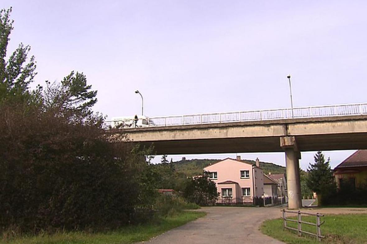 Most spojující předměstí Malín s centrem Kutné Hory