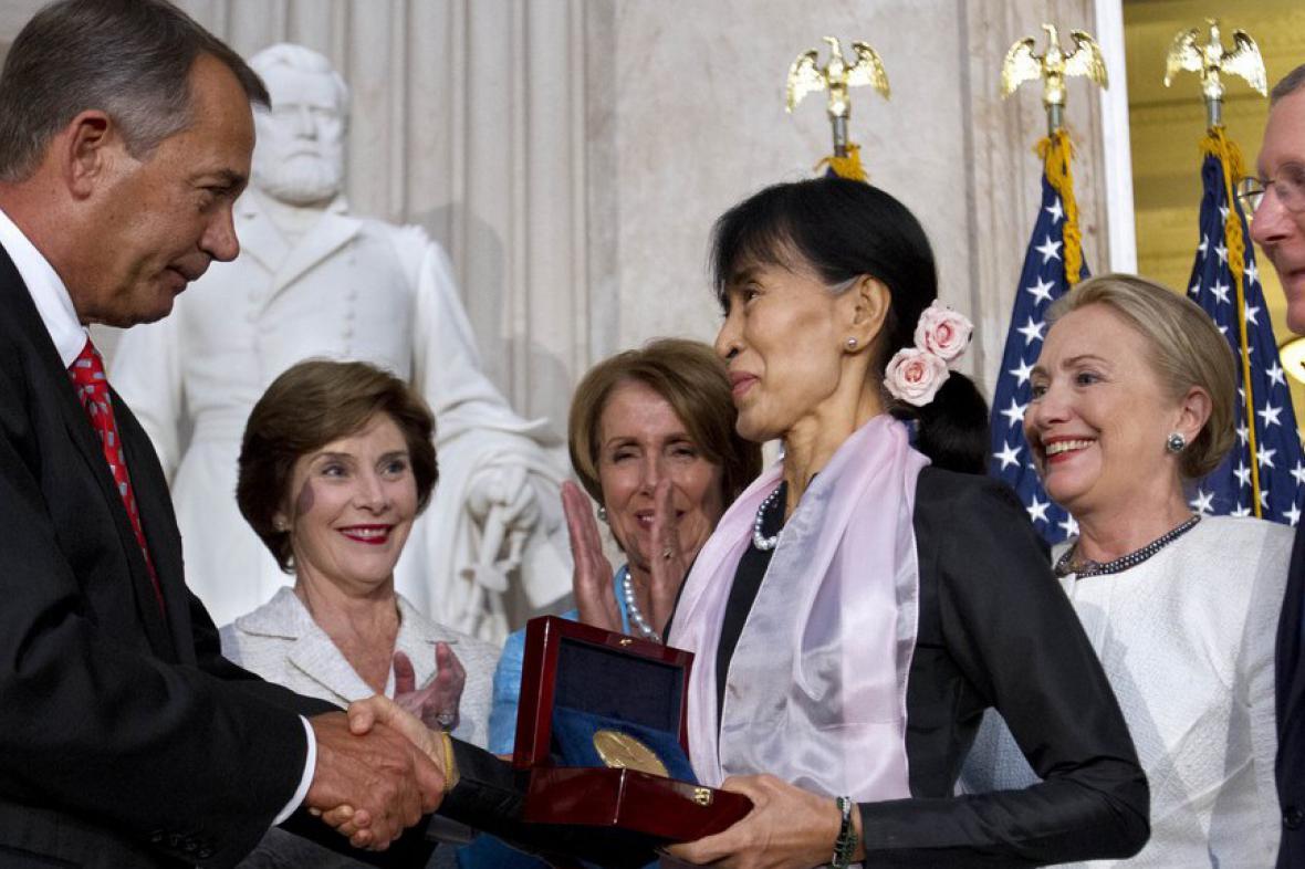 Su Ťij přebírá Zlatou medaili amerického kongresu