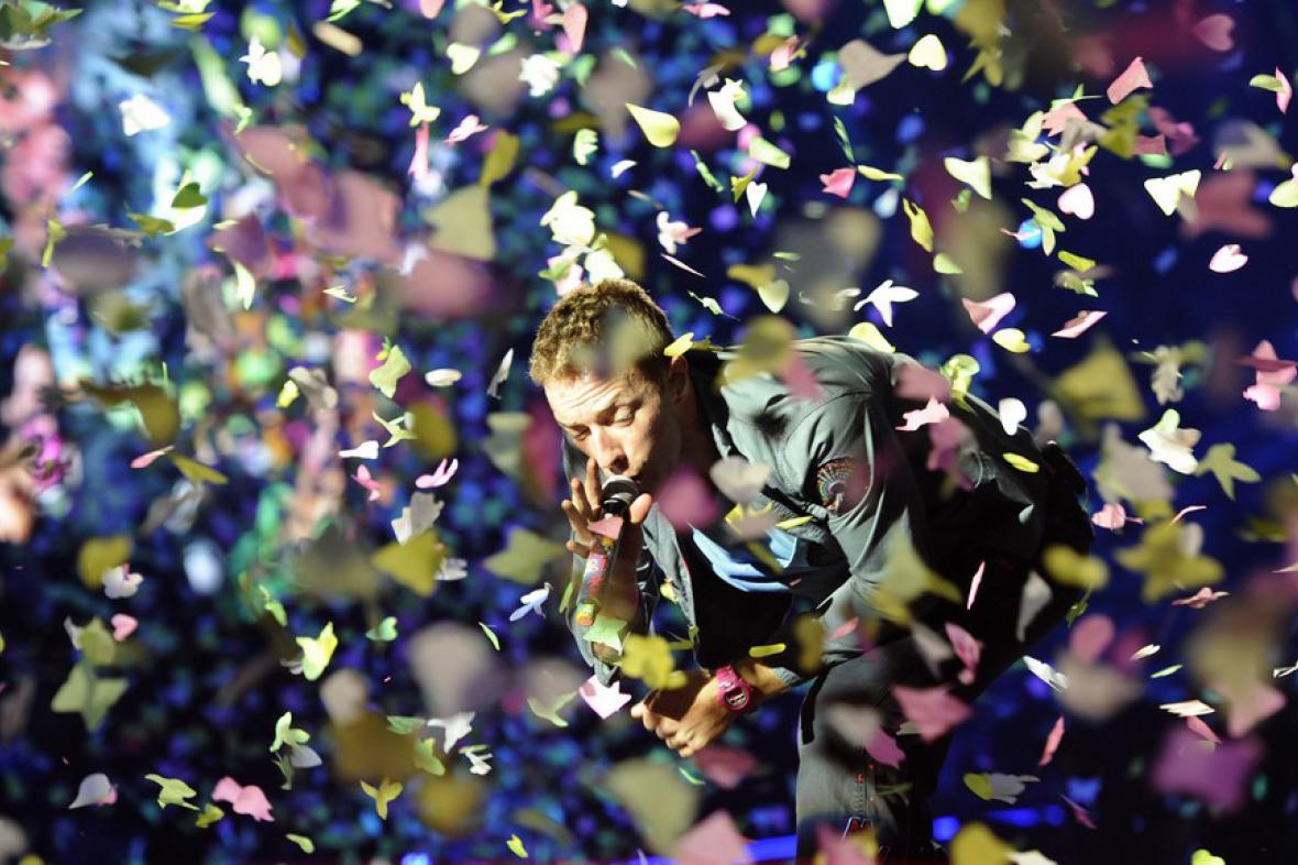 Zpěvák Chris Martin při koncertě Coldplay