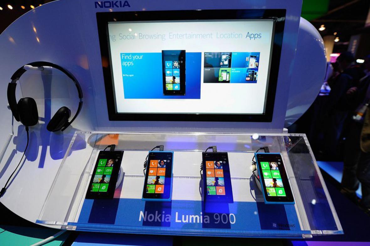 Nokia uvede v Česku Lumii 900 v červenci