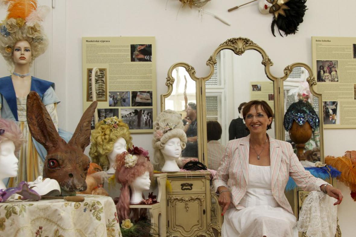 Alena Hanáková na výstavě Jak se šijí kostýmy