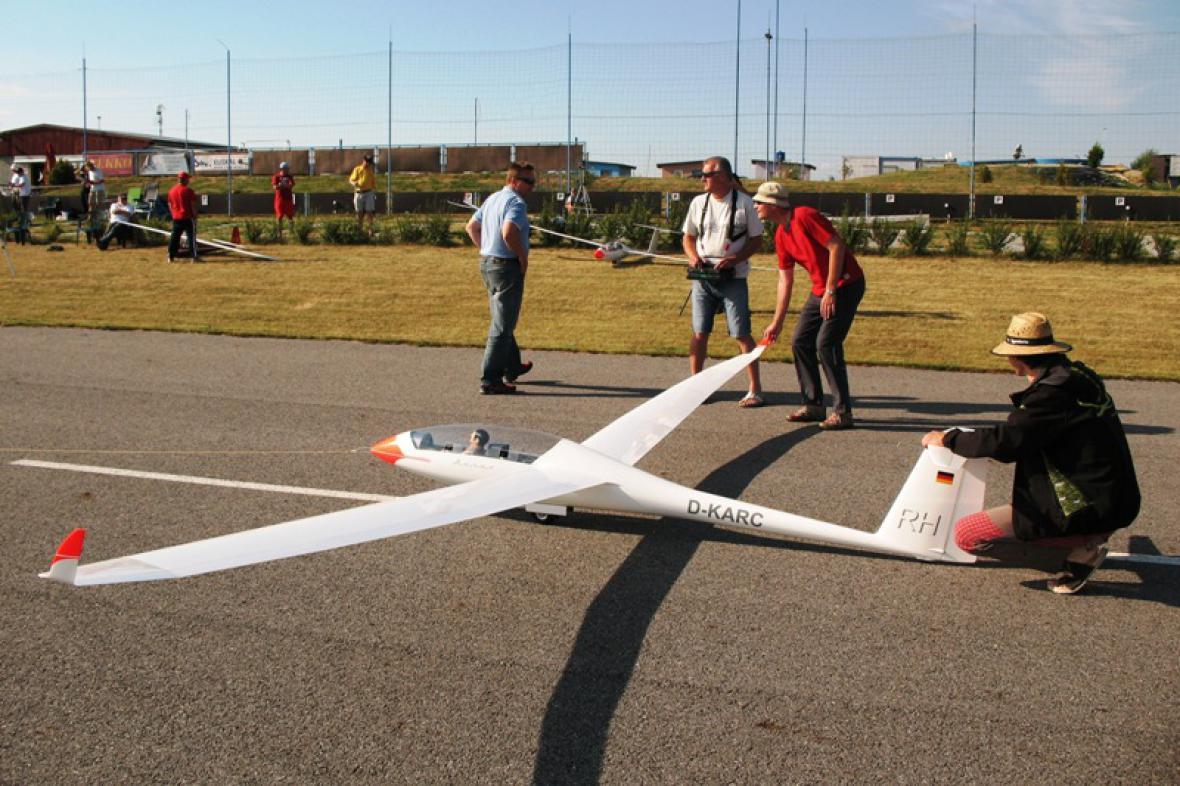 Větroně na modelářském letišti