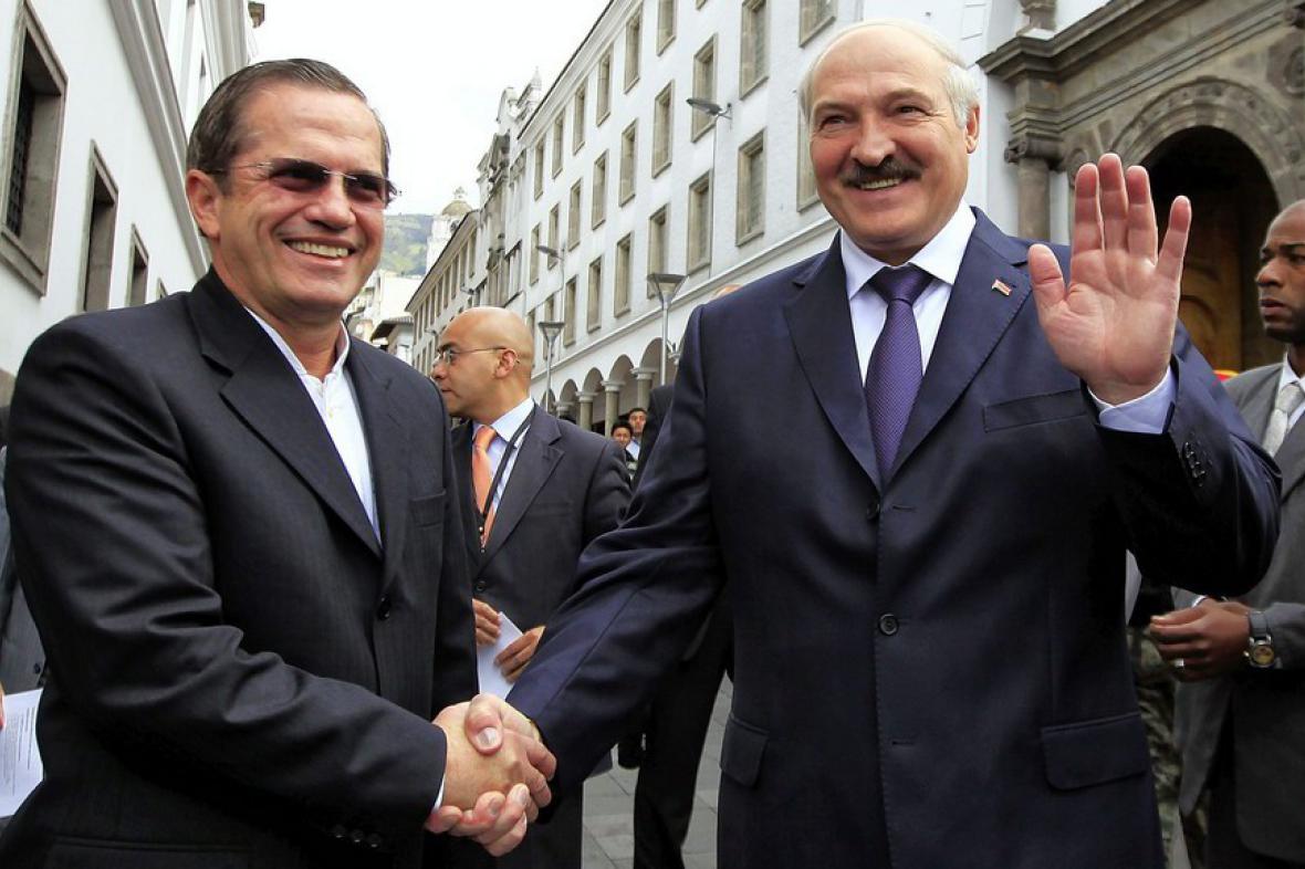 Alexandr Lukašenko s ekvádorským ministrem zahraničí Ricardem Patinem