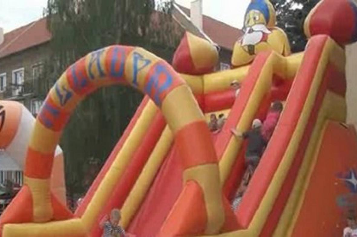 Oblíbená dětská atrakce - skákací hrad